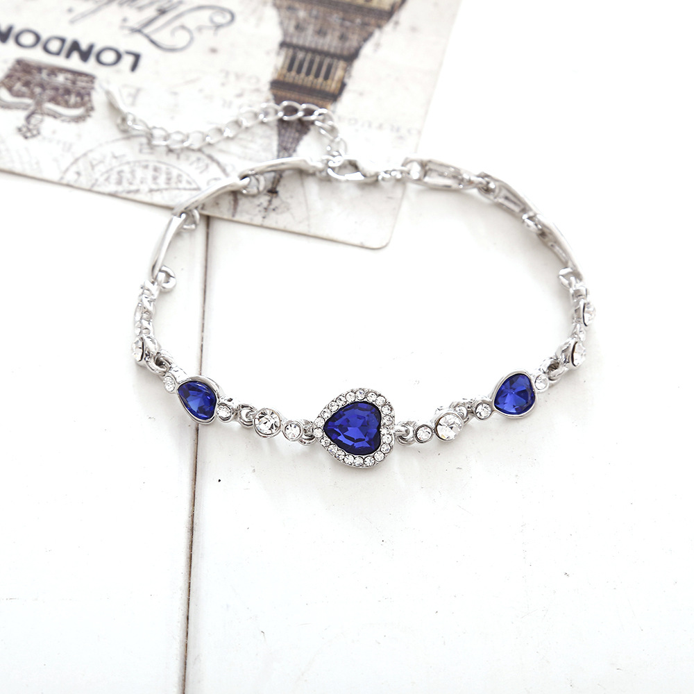 Heart of the heart of the heart-shaped zircon crystal bracelet